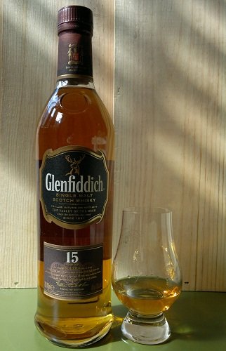 glenfiddich 15 Year Old bottle and glass